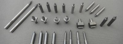 最小電極径φ0.03によるピッチ精度±2μmの高精度 細穴放電加工
