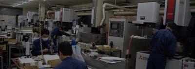 最小インコーナーR5μmの型彫り放電加工と高精度鏡面加工仕上げ