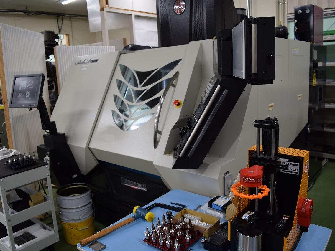高精度高速小径微細加工機(碌々産業:MEGA)